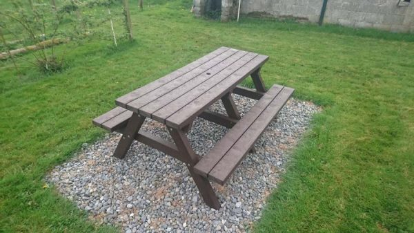 Clareen Picnic Table Img01