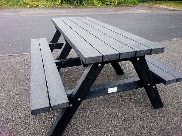 Clareen Picnic Table Img02