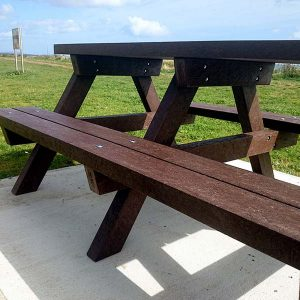 Clareen Picnic Table Img03