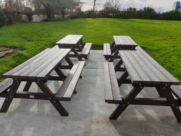 Clareen Picnic Table Img04