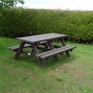 Clareen Picnic Table Img05