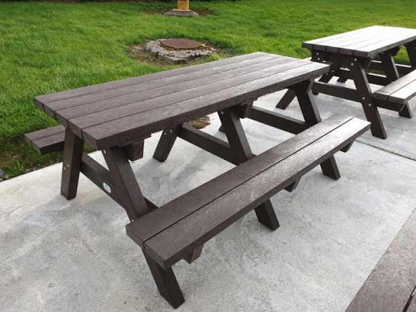 Clareen Picnic Table Img07