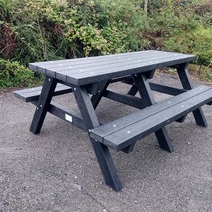 Clareen Picnic Table Img08