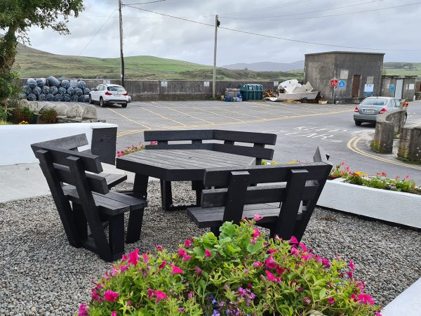 picnic table with backrest A5